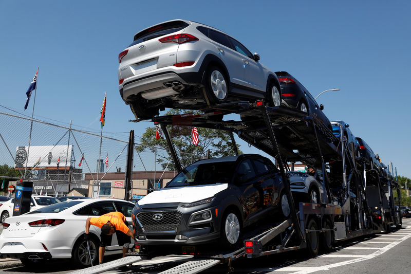 © Reuters. Automobiles are on a truck for delivery to a car lot in Queens