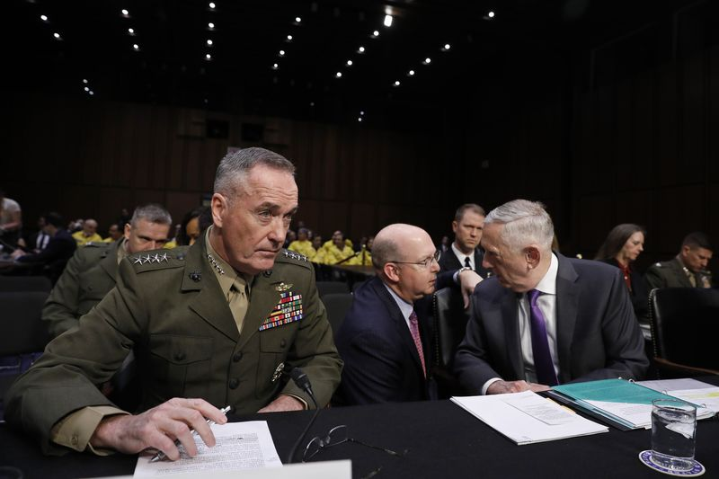 © Reuters. Mattis and Dunford testify before Senate Armed Services Committee hearing on Capitol Hill in Washington