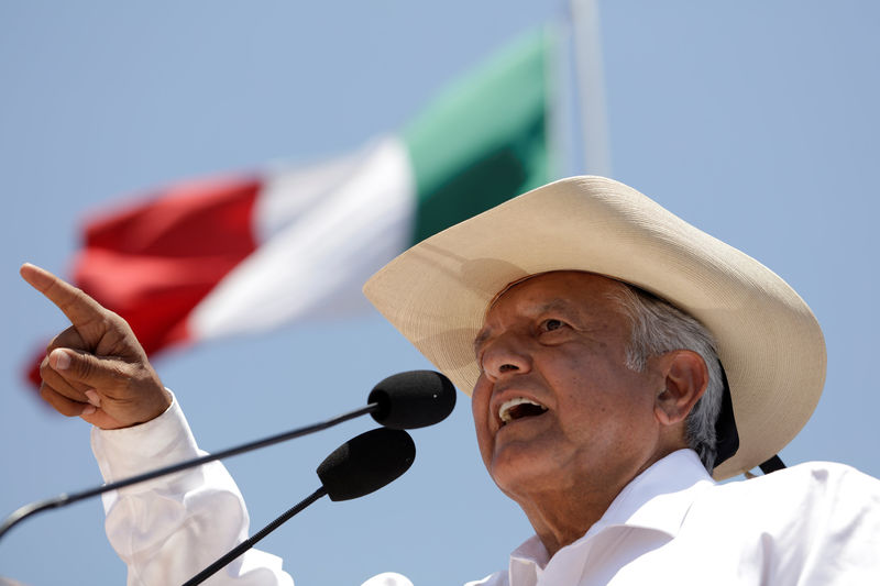 © Reuters. Leftist front-runner Andres Manuel Lopez Obrador of MORENA addresses supporters during a campaign rally in Zitacuaro