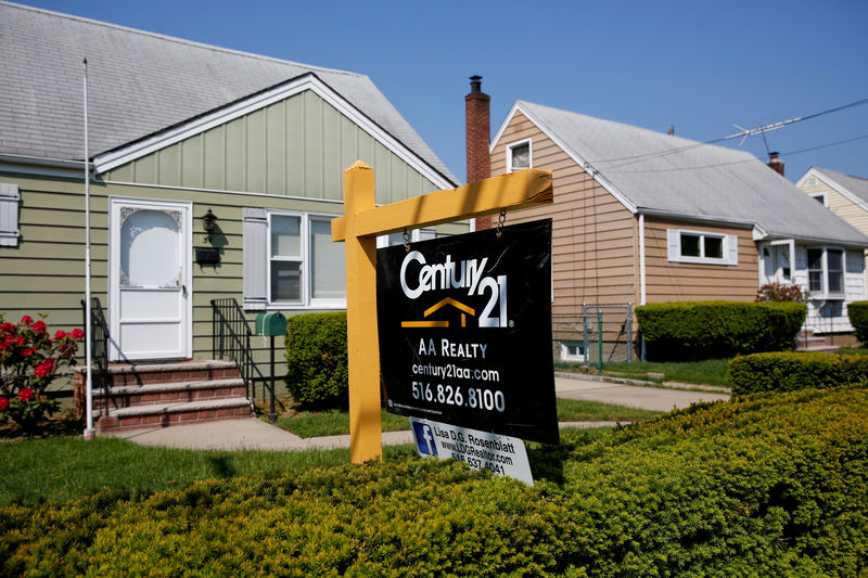 © Reuters. FILE PHOTO: A 'House For Sale' sign outside a single family house in Uniondale