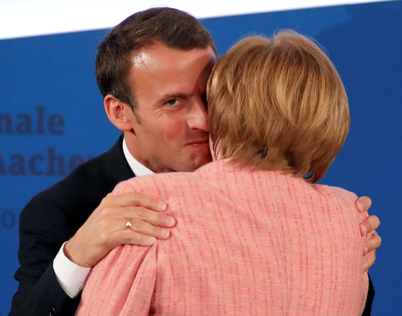 © Reuters. FILE PHOTO: French President Macron is congratulated by German Chancellor Merkel after being awarded the Charlemagne Prize during a ceremony in Aachen