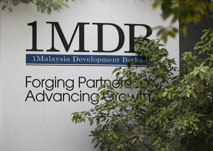 © Reuters. Foliage partly covers a 1 Malaysia Development Berhad (1MDB) billboard at the funds flagship Tun Razak Exchange development in Kuala Lumpur, Malaysia