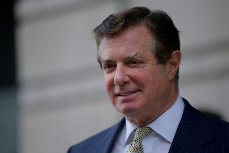 © Reuters. FILE PHOTO - Paul Manafort, former campaign manager for U.S. President Donald Trump, departs after a hearing at U.S. District Court in Washington