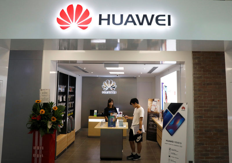 © Reuters. A Huawei shop is pictured in Singapore