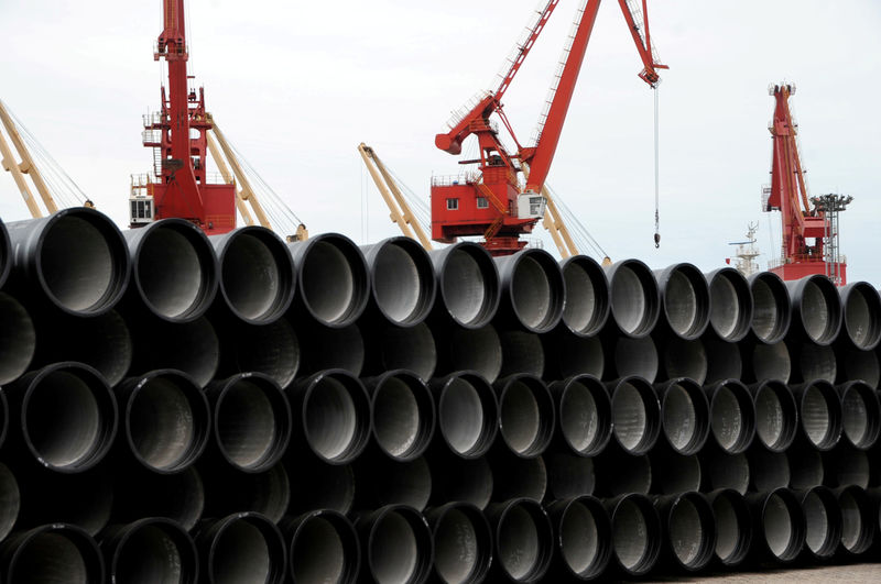 © Reuters. FILE PHOTO: Steel pipes are seen piled up at a port in Lianyungang