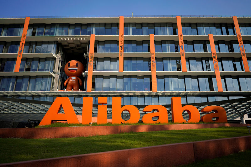 © Reuters. FILE PHOTO: The logo of Alibaba Group is seen at the company's headquarters in Hangzhou