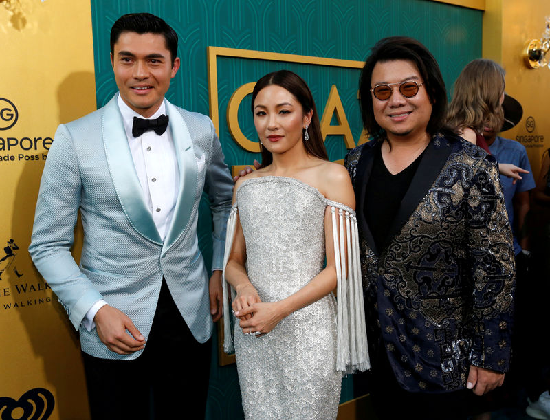 © Reuters. FILE PHOTO: Author Kwan and cast members Golding and Wu pose at the premiere for