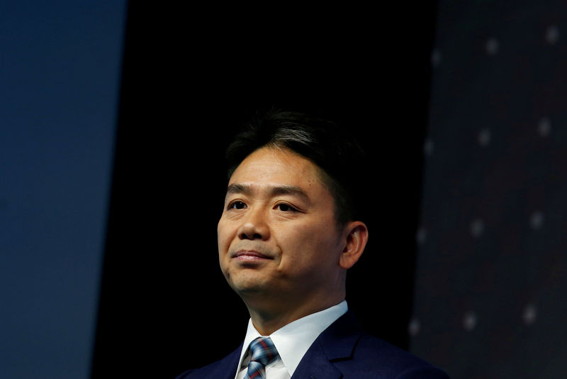 © Reuters. FILE PHOTO: JD.com founder Richard Liu attends a business forum in Hong Kong
