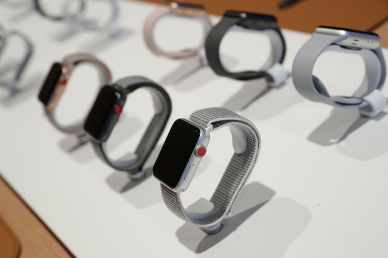 © Reuters. FILE PHOTO: Apple watches are seen at a new Apple store in Chicago