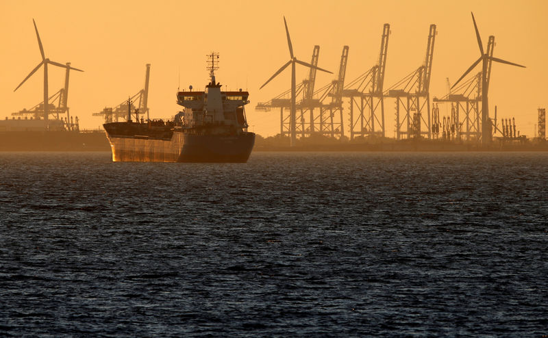 © Reuters. FILE PHOTO: Oil tanker is seen at sunset anchored off the Fos-Lavera oil hub near Marseille