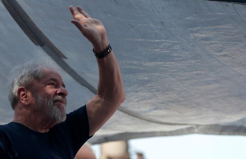Rosa Weber rejeita ampliar prazo para substituição de Lula e envia recurso sobre registro ao STF
