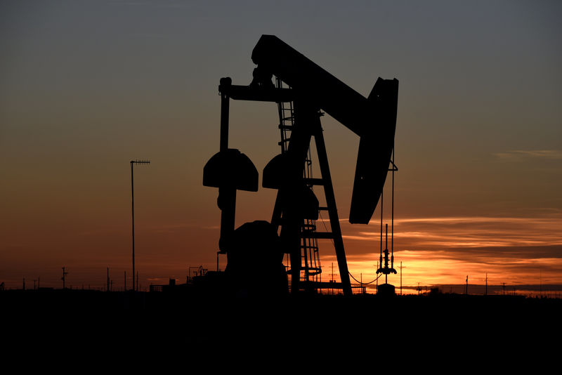 © Reuters. FILE PHOTO: A pump jack operates at sunset in an oil field in Midland