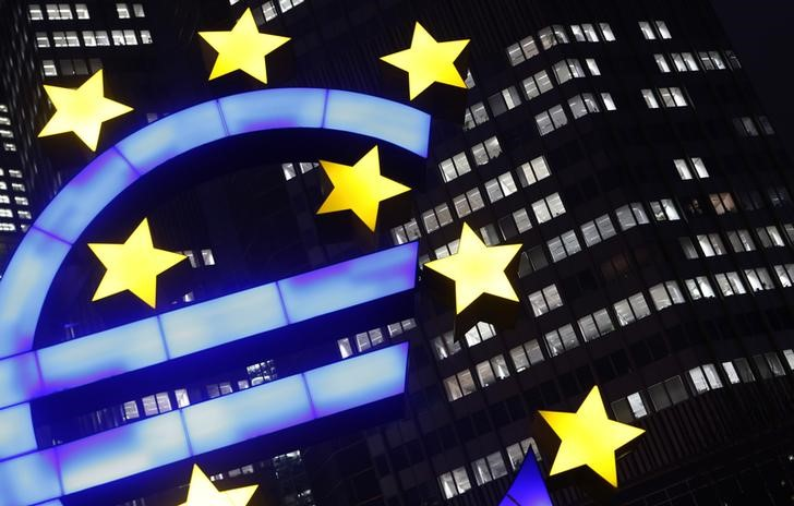© Reuters. An illuminated euro sign is seen in front of the headquarters of the European Central Bank in Frankfurt