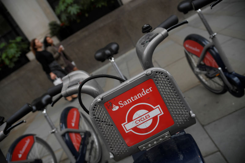 © Reuters. The logo of Santander bank is seen on rental bicycles in the City of London financial district in London