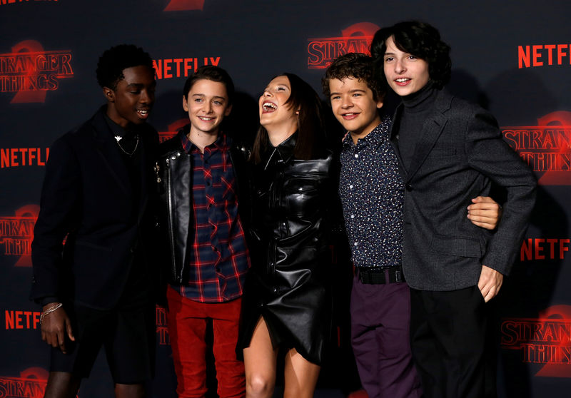 © Reuters. FILE PHOTO: Cast members McLaughlin, Schnapp, Brown, Matarazzo and Wolfhard pose at the premiere for the second season of the television series