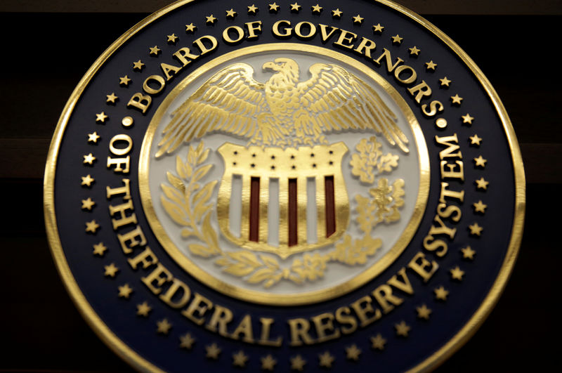 © Reuters. The seal for the Board of Governors of the Federal Reserve System is displayed in Washington