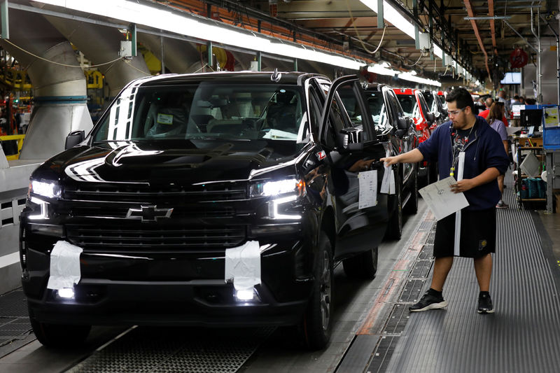 © Reuters. GM Silverado and Sierra pickup truck plant in Fort Wayne Indiana