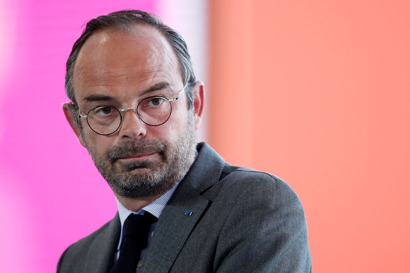 © Reuters. French Prime Minister Edouard Philippe delivers a speech during the MEDEF union summer forum on the campus of the HEC School of Management in Jouy-en-Josas