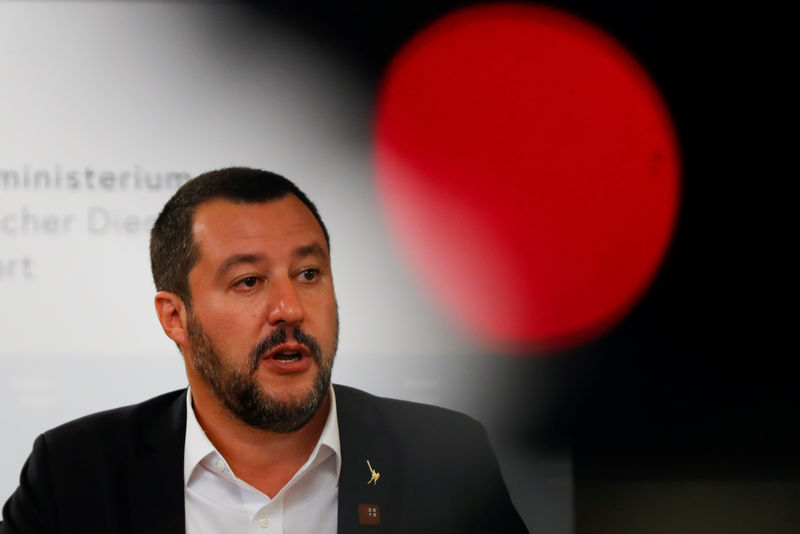 © Reuters. Italian Deputy Prime Minister Matteo Salvini speaks during a joint news conference with Austrian Vice Chancellor Heinz-Christian Strache in Vienna