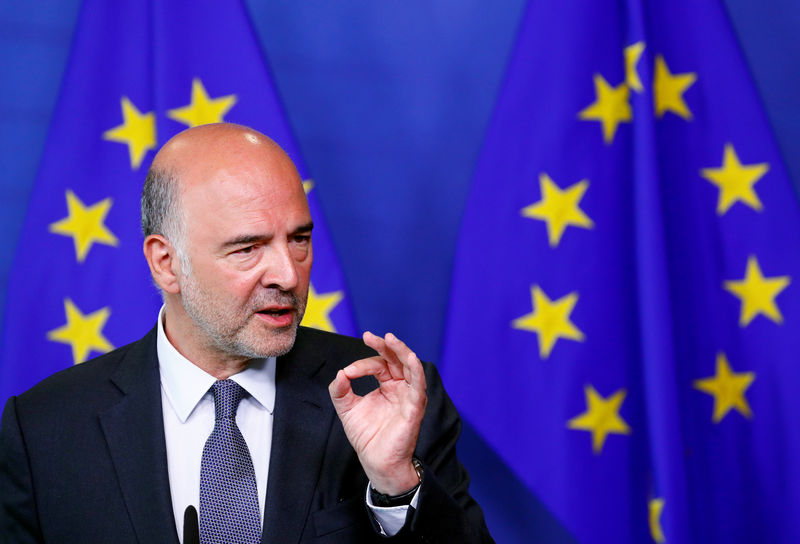 © Reuters. European Economic and Financial Affairs Commissioner Moscovici speaks during a news conference in Brussels
