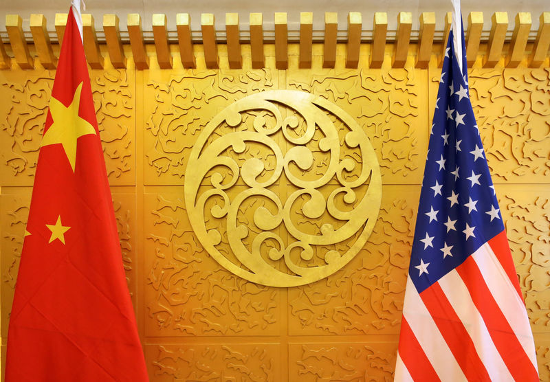 © Reuters. Chinese and U.S. flags are set up for a meeting during a visit by U.S. Secretary of Transportation Elaine Chao at China's Ministry of Transport in Beijing