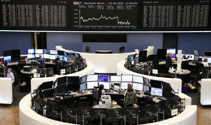Oil boost and Italy budget hopes support European shares