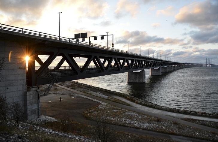 © Reuters. Эресуннский мост, соединяющий Швецию и Данию