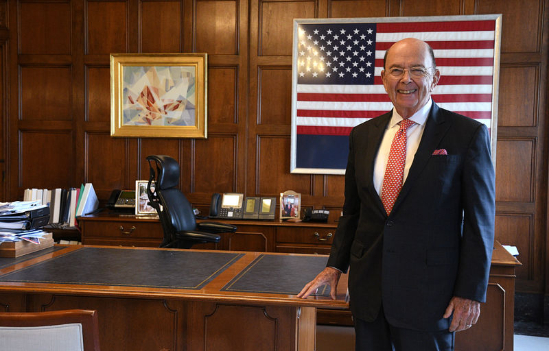 © Reuters. U.S. Secretary of Commerce Ross poses in his office during Reuters interview at the U.S. Department of Commerce building in Washington
