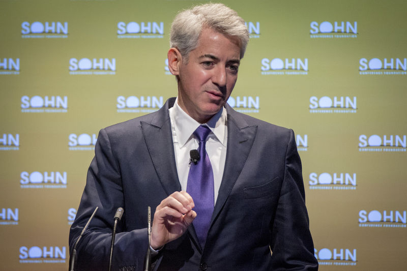 © Reuters. FILE PHOTO: William Ackman, founder and CEO of hedge fund Pershing Square Capital Management, speaks during the Sohn Investment Conference in New York