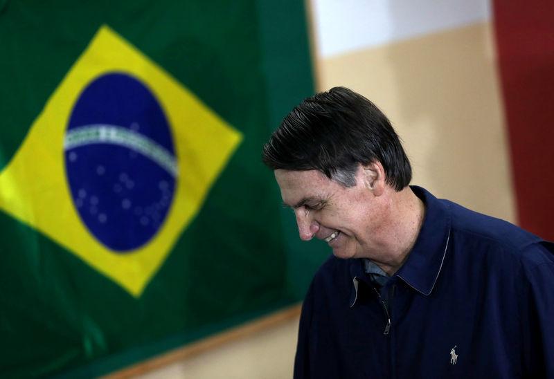 © Reuters. Candidato à Presidência Jairo Bolsonaro (PSL) vota no Rio de Janeiro
