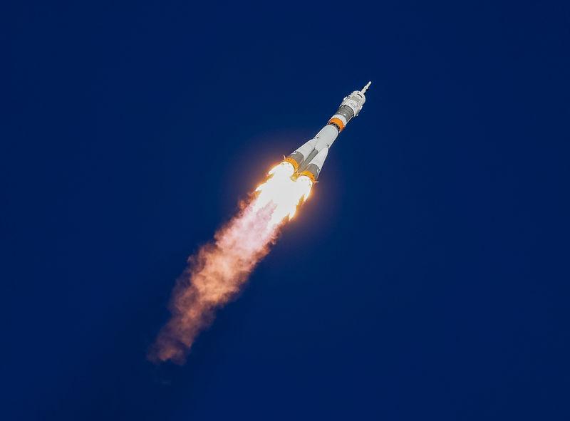 © Reuters. Космический корабль Союз МС-10 после запуска с космодрома Байконур