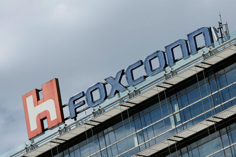 © Reuters. The logo of Foxconn, the trading name of Hon Hai Precision Industry, is seen on top of the company's building in Taipei