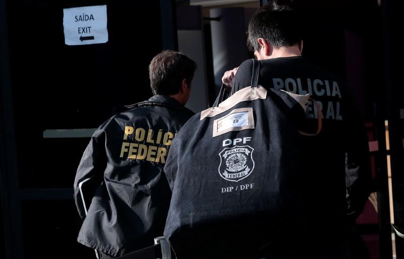 © Reuters. Agentes da Polícia Federal