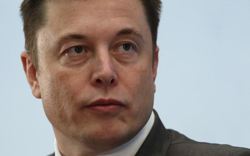 © Reuters. Elon Musk desmiente que James Murdoch sea el candidato favorito para presidir Tesla