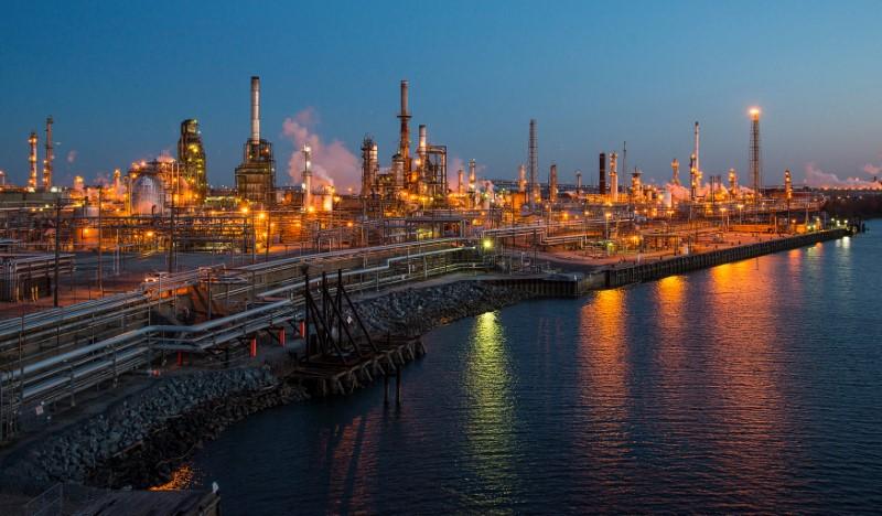 © Reuters. وكالة حكومية: صافي واردات أمريكا من النفط الخام يهبط إلى مستوى قياسي منخفض