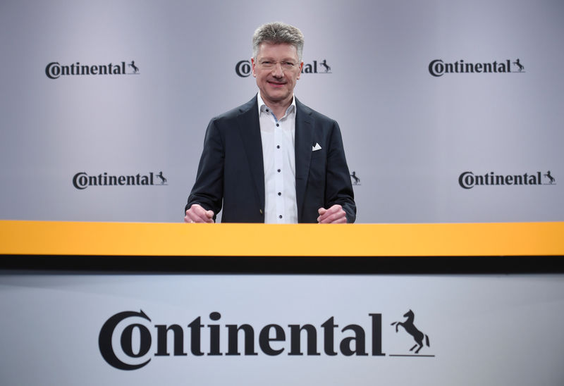 © Reuters. Elmar Degenhart, CEO of German tyre company Continental, poses for the media before the annual news conference in Hanover
