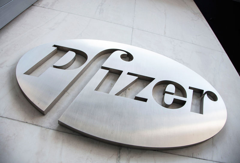 © Reuters. The Pfizer logo is seen at their world headquarters in New York