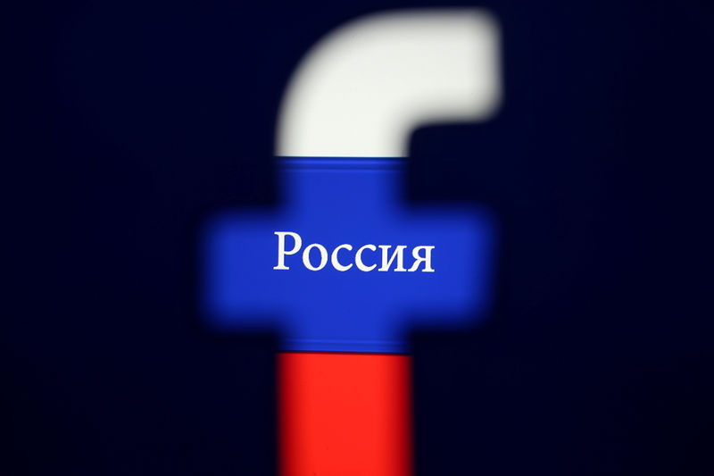 © Reuters. FILE PHOTO: Photo illustration of a 3D printed Facebook logo seen in front of a displayed Russian flag