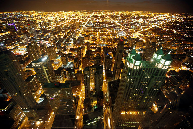 © Reuters. FILE PHOTO: A general view of the city of Chicago