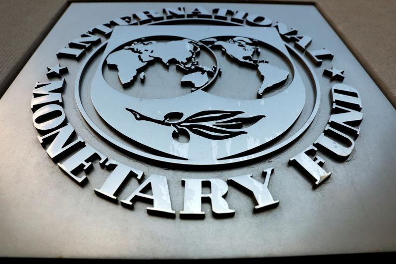 © Reuters. El logo del Fondo Monetario Internacional a las afueras de su edificio en Washington