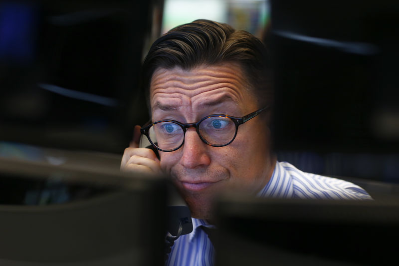© Reuters. A trader speaks on the phone at his desk at the Frankfurt stock exchange