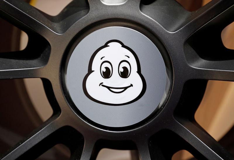 © Reuters. FILE PHOTO: Michelin logo at the Paris Auto Show