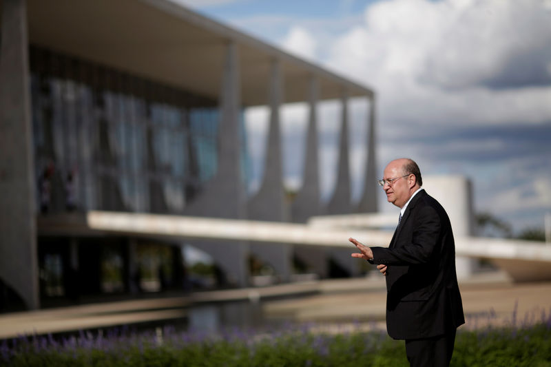 © Reuters. FILE PHOTO: Brazil's Central Bank President Ilan Goldfajn is seen after the inauguration ceremony of the new ministers at Planalto Palace, in Brasilia
