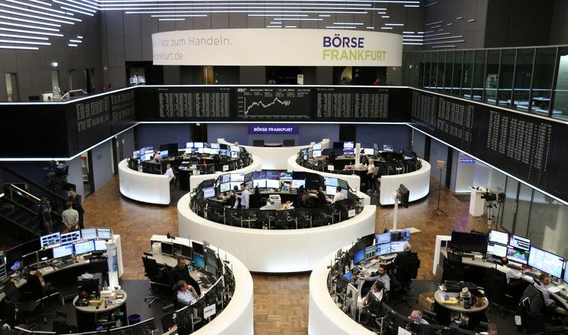 Italian banks help European shares snap losing streak