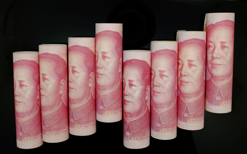 © Reuters. 100 Yuan notes are seen in this illustration picture in Beijing
