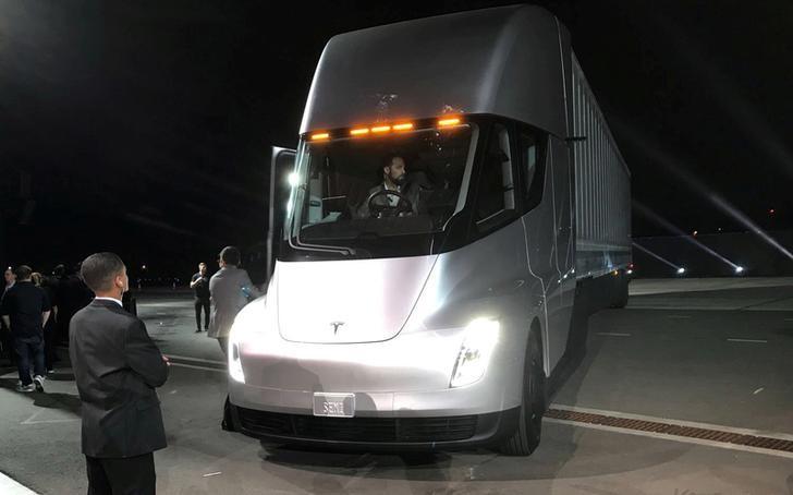 Resultado de imagem para Montadoras estão prontas para lançamento de grandes caminhões elétricos