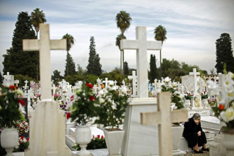 Mapfre y Santa Lucía negocian fusionar sus funerarias para crear el líder del sector