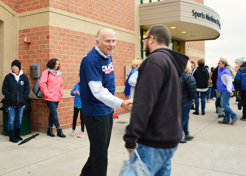 © Reuters. Republican Representative Steve Chabot campaigns outside the Mason High School football game in Mason