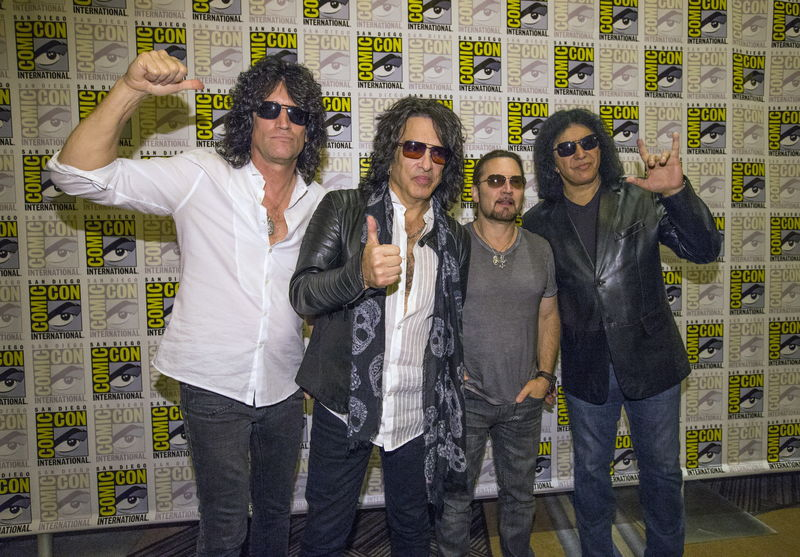 © Reuters. Rock band Kiss Thayer, Stanley, Singer and Simmons pose at a press line for