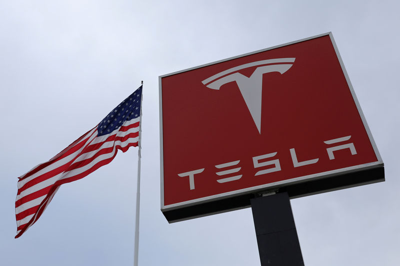 © Reuters. FILE PHOTO: A Tesla charging station is seen in Salt Lake City